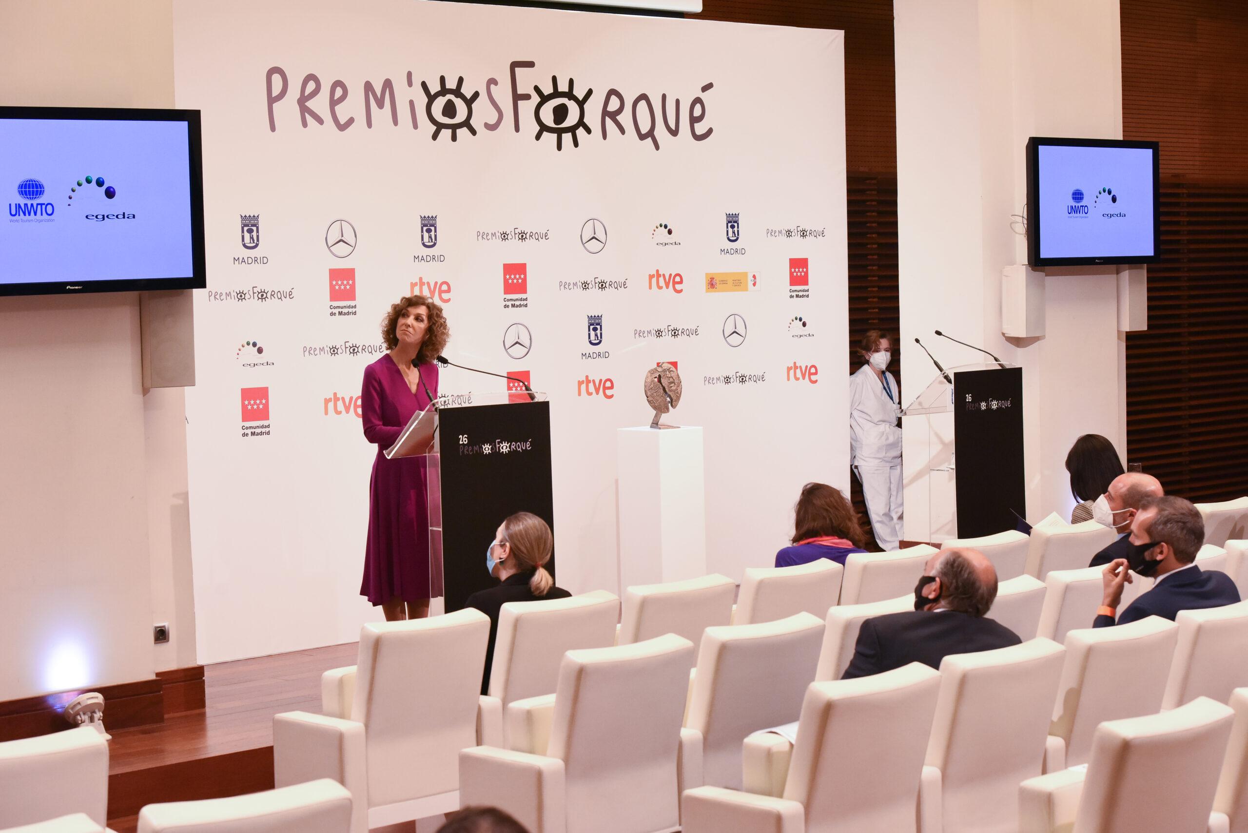 Fernando Colomo y Beatriz de la Gándara, Medalla de Oro de EGEDA en los 26 Premios José María Forqué